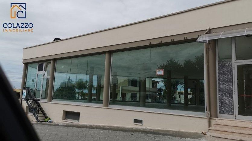 Locale Vetrina fronte strada Via per Ruffano 2